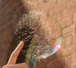 Взрыв мыльного пузыря